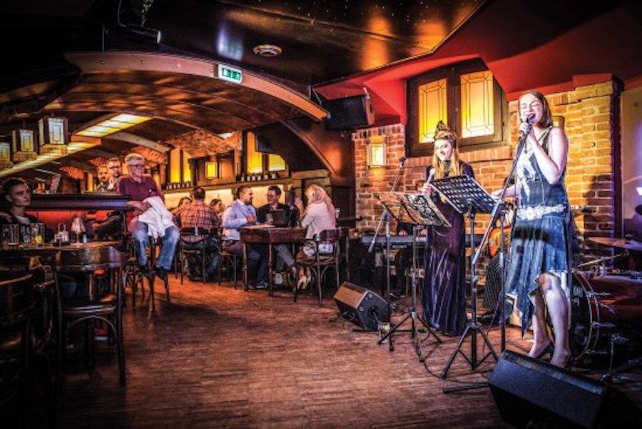 Live music restaurant marketing
