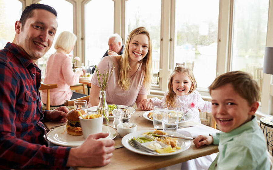 Casual dining and family restaurant marketing strategy plan