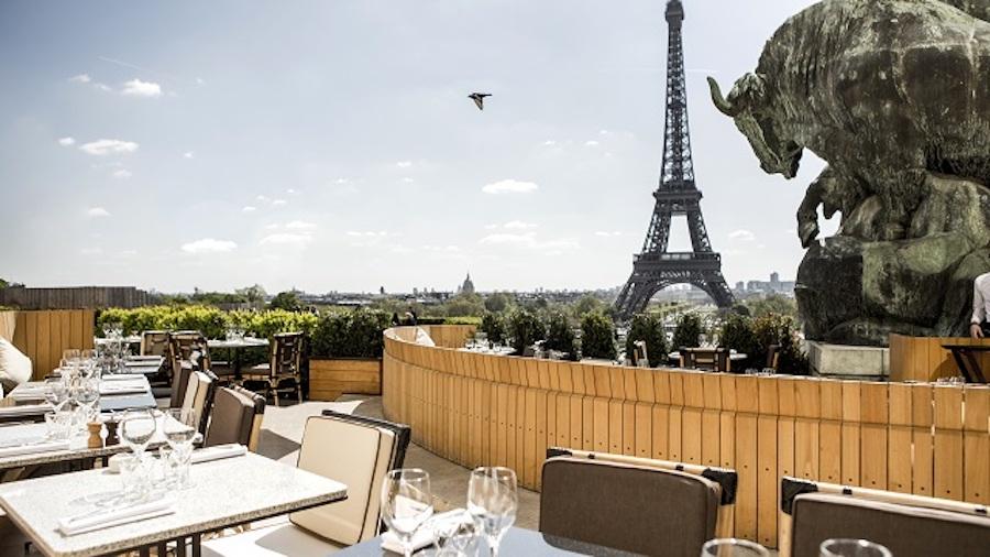 Bar near eiffel tower