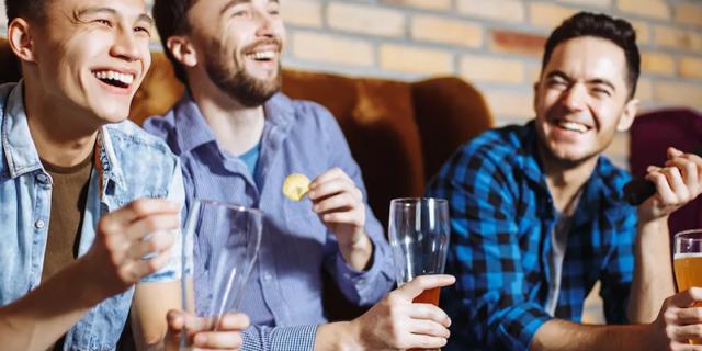 Digital Marketing for Bars: How to Market a Bar Online